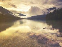 Lago mountain nelle alpi italiane, retro colori, annata Immagini Stock