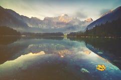 Lago mountain nelle alpi italiane, retro colori, annata Immagini Stock Libere da Diritti