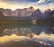 Lago mountain nelle alpi italiane, retro colori, annata Fotografie Stock Libere da Diritti