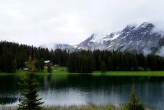 Lago mountain nos alpes Fotos de Stock Royalty Free