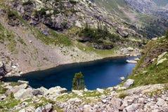 Lago mountain sulle alpi Immagini Stock