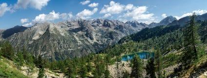 Lago mountain visto de un pico Fotografía de archivo