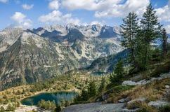Lago mountain visto de un pico Fotos de archivo