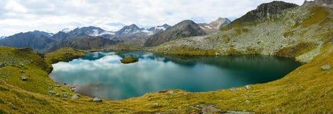 Lago Mutterberg nelle alpi di Stubai Fotografie Stock Libere da Diritti