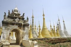 Lago Myanmar Inle - Pagodas di Indein Fotografia Stock Libera da Diritti