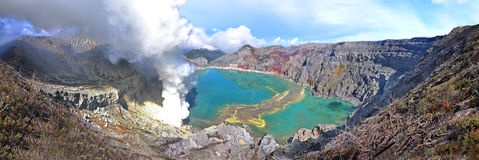 Lago na cratera do vulcão de Ijen. Fotografia de Stock Royalty Free