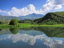 Lago na frente do pico de Cathkin imagens de stock