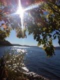 Lago na mola adiantada com nascer do sol imagens de stock