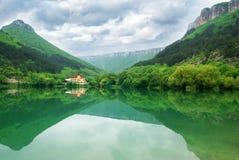 Lago na montanha Imagem de Stock