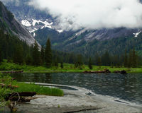 Lago na região selvagem do Alasca foto de stock