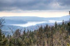 Lago na serra nevada fotografia de stock royalty free