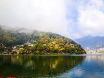 Lago in Nainital fotografia stock libera da diritti