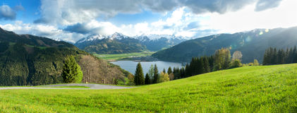 Lago nas montanhas Fotos de Stock Royalty Free