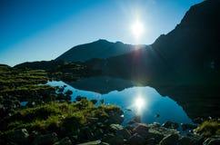 Lago nas montanhas Imagens de Stock