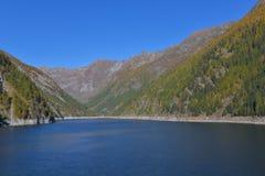 Lago nas montanhas altas fotografia de stock royalty free