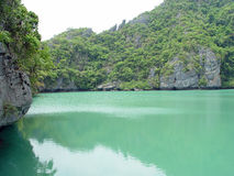Lago nas rochas 2 foto de stock