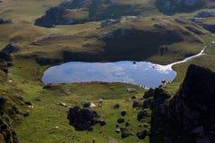 Lago natural no Transalpina imagens de stock