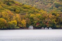 Lago nature in autunno immagine stock
