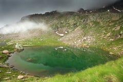 Lago nebbioso Fotografie Stock Libere da Diritti
