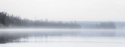 Lago nebbioso Fotografia Stock