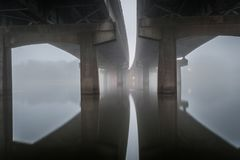 Lago nebbioso di LSU sotto 10 da uno stato all'altro a Baton Rouge Immagine Stock