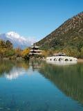 Lago negro en Lijiang, China del dragón Fotografía de archivo
