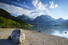 Lago negro en Suiza Foto de archivo