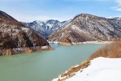 Lago nel Caucaso, bacino idrico mountain di Inguri Immagine Stock
