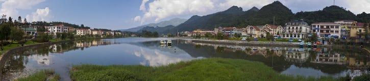 Lago nel centro edificato di Sapa Fotografia Stock Libera da Diritti