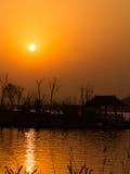 Lago nel crepuscolo Fotografie Stock