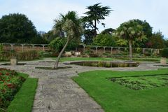 Lago nel giardino immagine stock