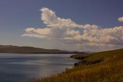 Lago nel giorno di autunno fotografia stock libera da diritti