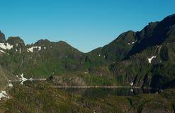 Lago nel paesaggio della montagna immagine stock