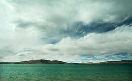 Lago nel plateau tibetano Immagini Stock Libere da Diritti