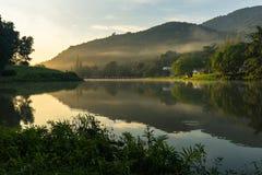 Lago nel primo mattino Immagine Stock