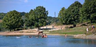 Lago nel villaggio Immagini Stock