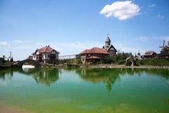 Lago nel villaggio di ethno vicino a Bijeljina Fotografie Stock Libere da Diritti