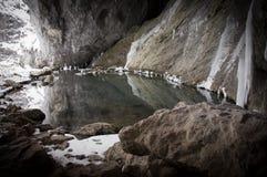 Lago nella caverna Immagini Stock Libere da Diritti