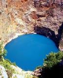 Lago nella montagna. Immagini Stock
