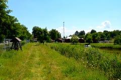 Lago nella pianura della Transilvania, nella metà dell'estate Immagine Stock