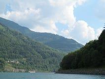Lago nella valle, Grenoble immagini stock libere da diritti