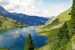 Lago nelle alpi Fotografia Stock Libera da Diritti