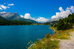Lago nelle alpi della Svizzera Immagini Stock Libere da Diritti