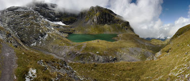 Lago nelle alpi svizzere - Wangser vede Fotografie Stock