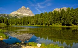 Lago nelle montagne Fotografie Stock
