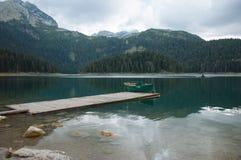 Lago nelle montagne Immagini Stock
