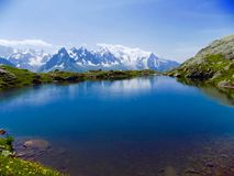 Lago nelle montagne Immagine Stock