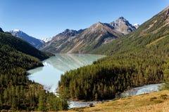 Lago nelle montagne di Altai, Russia Kucherla Fotografie Stock Libere da Diritti