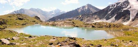 Lago nelle montagne di Altai Semiozerye Fotografia Stock Libera da Diritti