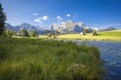 Lago nelle montagne svizzere Fotografie Stock